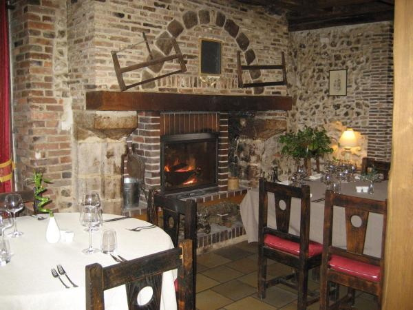 Hotel Pictures: Hotel Restaurant Le Cheval Blanc, Charny
