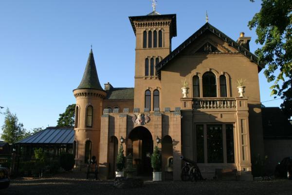 Hotel Pictures: The Retreat Castle, Bonnyrigg