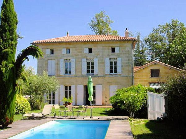 Hotel Pictures: La Malouinière, Moulon-sur-Dordogne