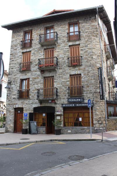 Hotel Pictures: Asador Pensión Lagunak, Zarautz