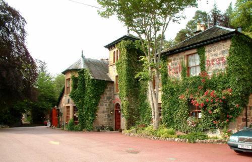 Hotel Pictures: Loch Ness Lodge Hotel, Drumnadrochit