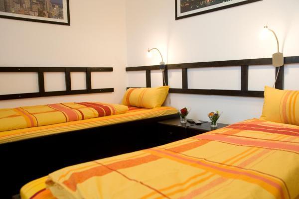 Hotel Pictures: Zimmer Weiss, Altenstadt