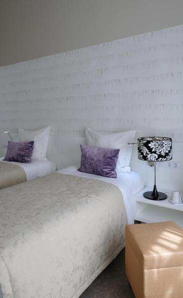 Classic Room with 2 Single Beds