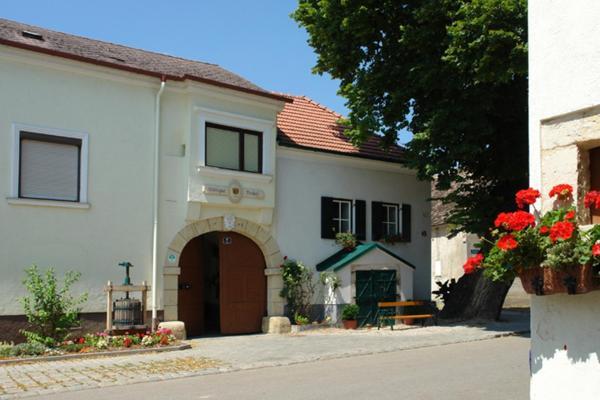 Фотографии отеля: Winzerzimmer - Weingut Tinhof, Айзенштадт