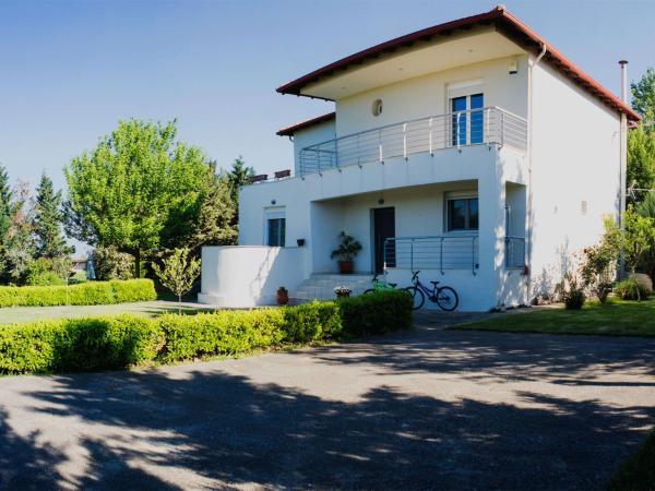 5a7dd233b8 This wonderful 300m2 house in Gefira Thessaloniki.