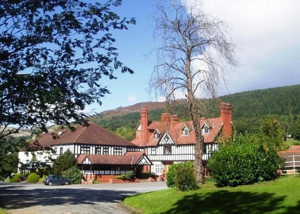Hotel Pictures: Bryn Howel Hotel, Llangollen