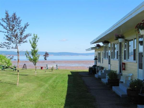 Hotel Pictures: Beach Breeze Motel, Grand pré