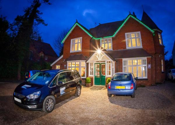 Hotel Pictures: Gatwick Turret Guest House, Horley