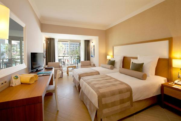 Two Connecting Double Rooms (3 Adults)