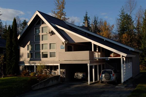 Hotel Pictures: Powder Pillow Bed and Breakfast, Revelstoke