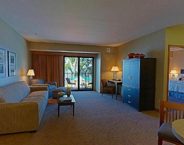 King Suite with Sofa Bed - Lake View