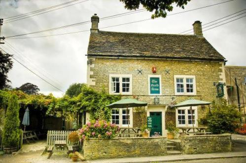 Hotel Pictures: Neeld Arms, Grittleton