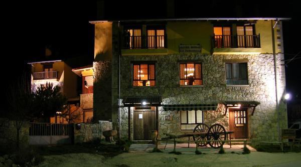 Hotel Pictures: Hotel Rural La Dehesilla, Barajas de Gredos
