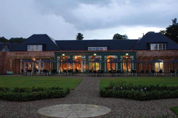 Hotel Pictures: Mercure Warwickshire Walton Hall Hotel & Spa, Wellesbourne Hastings