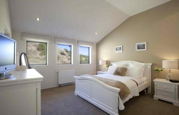 Queen Room with Mountain Views