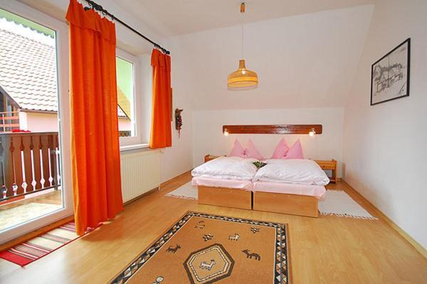 Triple Room with Shared Bathroom and Balcony