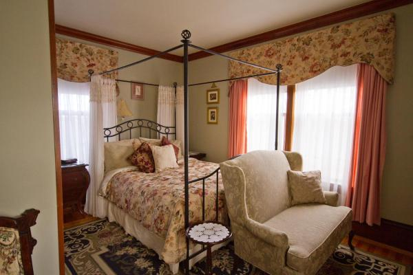 Hotel Pictures: Victoria's Historic Inn, Wolfville
