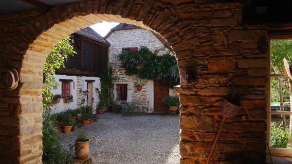 Hotel Pictures: Chambres d'Hôtes Secret Pyrenées, Lasseube
