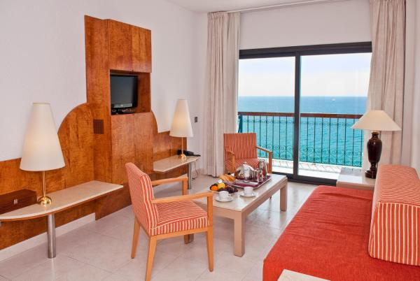 Family Room with Sea View (2 Adults + 1 Child)