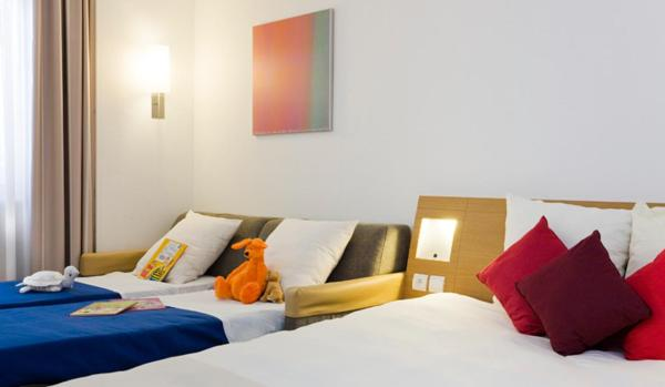 Superior Room with 1 Double Bed And 2 Single Beds