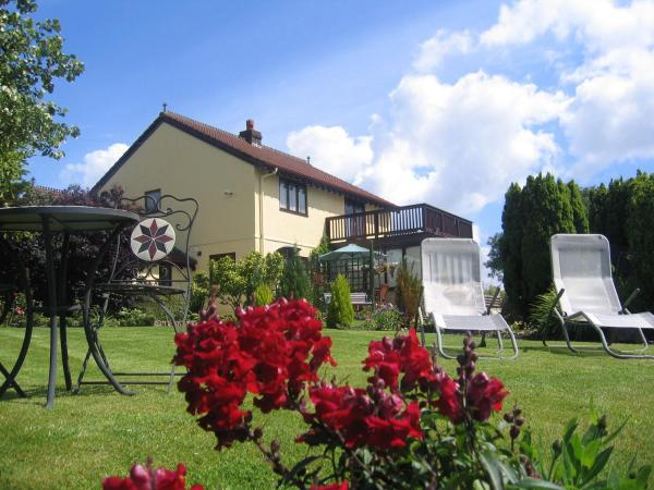 Hotel Pictures: Ty Castell Bed and Breakfast - Home of the Kingfisher, Carmarthen