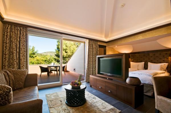 African Junior Suite (3 Adults or 2 Adults and 1 Child)