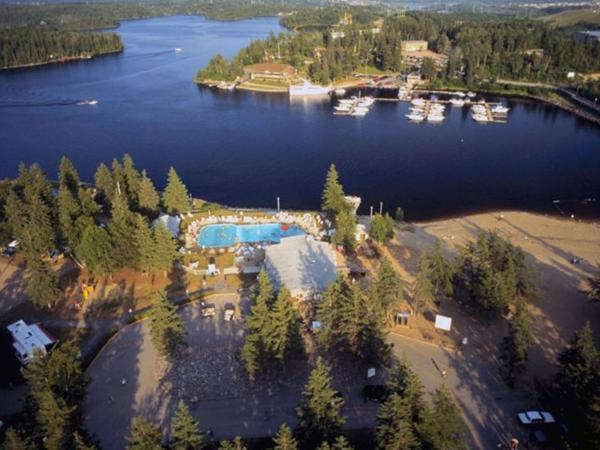 Hotel Pictures: Centre de Villégiature Dam-en-Terre, Alma