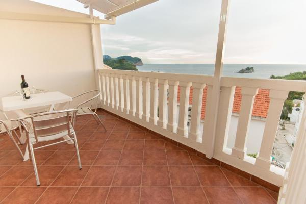 Duplex Two-Bedroom Apartment with Balcony and Sea View