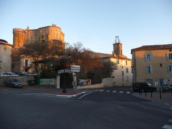 Hotel Pictures: Logis du Comte, Suze-la-Rousse