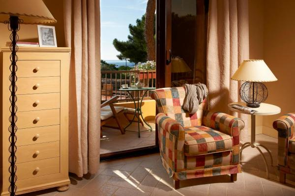 Double or Twin Room with Partial Sea View