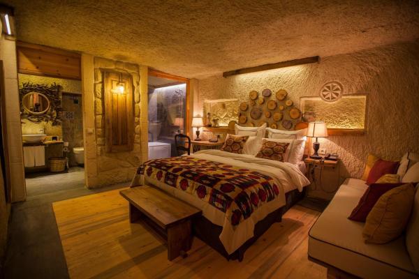 Superior Cave Room