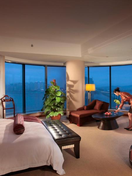 Premier King Room with River View