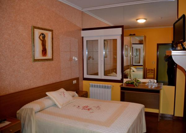Hotel Pictures: Hostal Residencia Bahía, Laxe