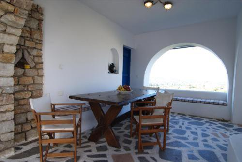 Two-Bedroom WindMill (3-4 Adults)