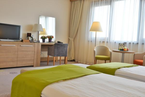 Superior Room with Free Shuttle to Metro Station