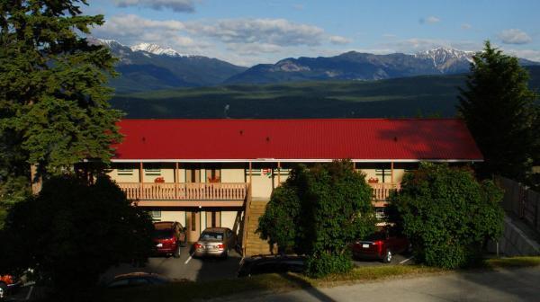 Hotel Pictures: Rocky Mountain Springs Lodge and Citadella Restaurant, Radium Hot Springs