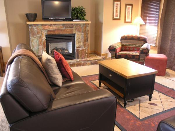 Hotel Pictures: Red Mountain Village Condos, Rossland
