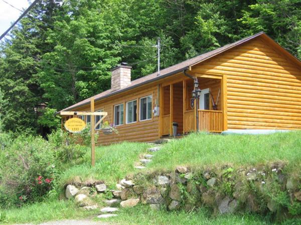 Hotel Pictures: Cottages du Lac Orford, Unités A & B, Eastman
