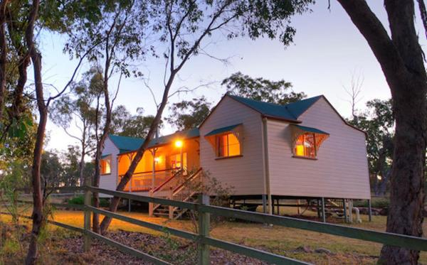 Hotellikuvia: Accommodation Creek Cottages, Ballandean