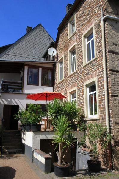 Hotel Pictures: Ferienweingut SerwaziWein, Mesenich