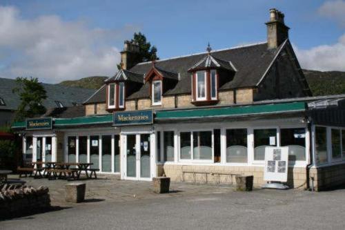 Hotel Pictures: Mackenzies Highland Inn, Aviemore