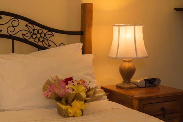 Queen Room with Private Bathroom - Early Check Out 8 am