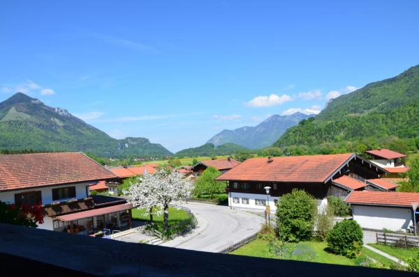 Hotel Pictures: Haus Eisenberger-privates Apartmenthaus, Schleching