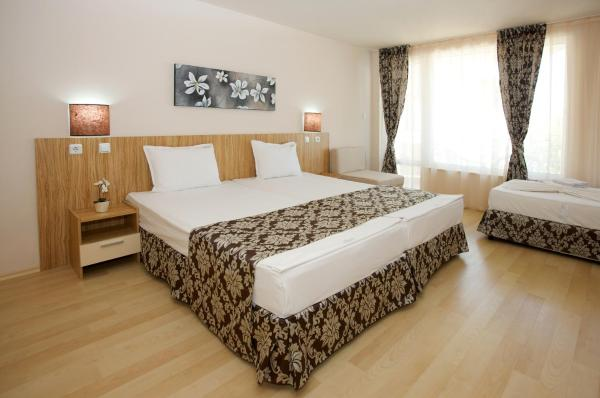 Twin Room (2 Adults + 1 Child) with Free Parking