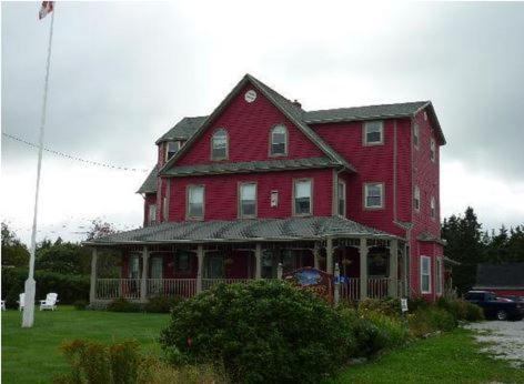 Hotel Pictures: Cranberry Cove Inn, Louisbourg