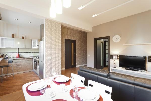 Deluxe One-Bedroom Apartment - Kiseleva 5