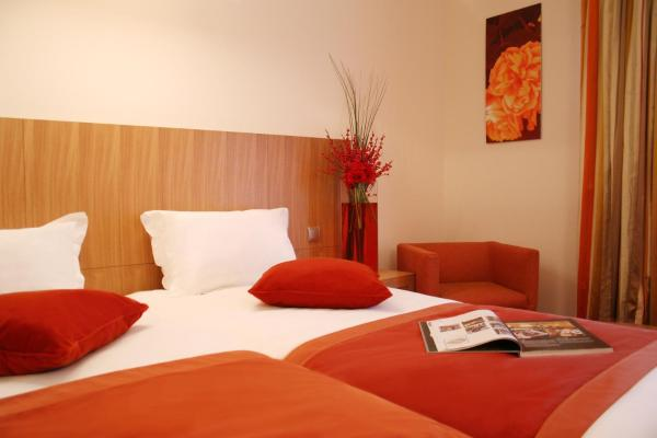 Deluxe Twin Room with Balcony and Free Pool Access