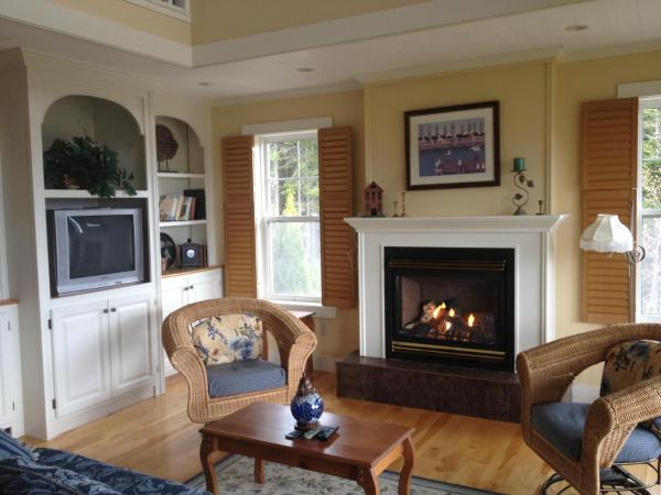 Hotel Pictures: Cameron House, Baddeck Inlet