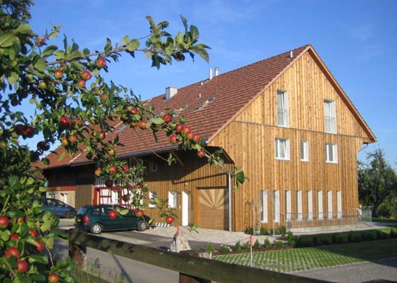 Hotel Pictures: Gästehaus am Sonnenfeld, Sommeri