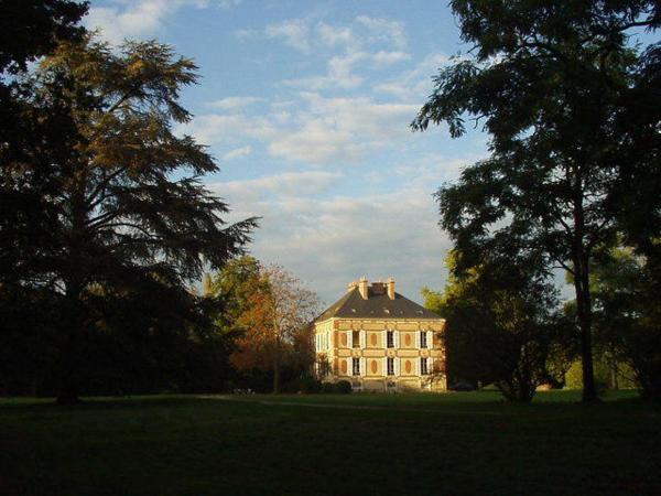 Hotel Pictures: Château des Bouffards, Brinon-sur-Sauldre